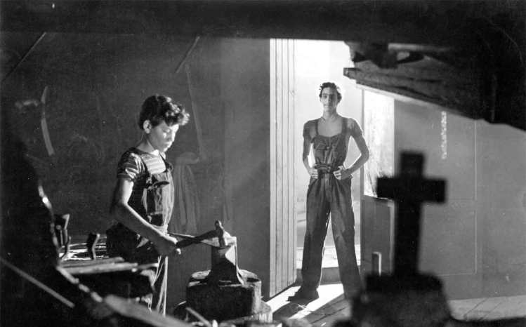Olvidados, Los (1950)aka The Young and the DamnedDirected by Luis BuÒuel